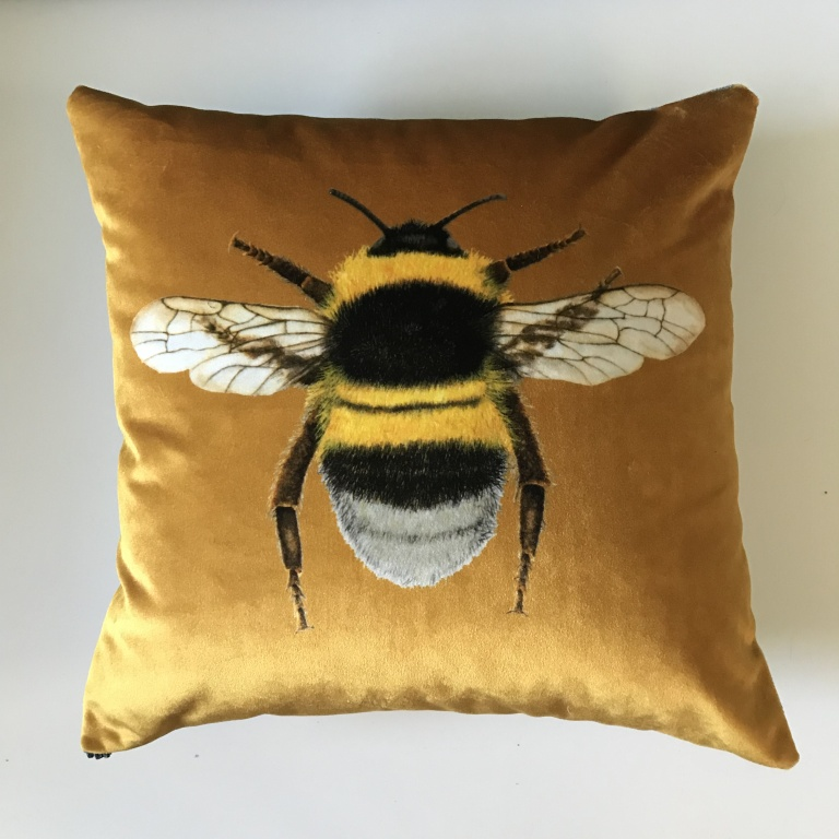 Bee_Cushion_Gold